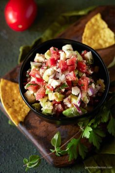 This Avocado Salsa is one of the most requested recipes from my kitchen! Filled with tomatoes, feta and fresh avocado, it's guaranteed to disappear! Make Ahead Appetizers, Best Appetizer Recipes, Hot Appetizers, Quick And Easy Appetizers, Tailgating Recipes, Best Comfort Food, Comfort Foods, Bacon Ranch Cheeseball, Caramelized Onion Dip