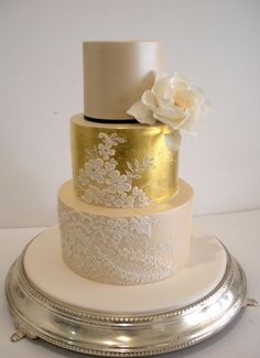 Faye Cahill Cake Design, lace and gold cake. scaled down would make a great wedding anniversary cake. Cool Wedding Cakes, Beautiful Wedding Cakes, Gorgeous Cakes, Wedding Cake Designs, Pretty Cakes, Amazing Cakes, Glamorous Wedding, Trendy Wedding, Fondant Cakes