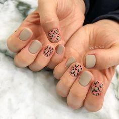 pale coral pink and grey green leopard print nails Punk Nails, Bling Nails, Swag Nails, Nail Manicure, Diy Nails, Pedicure Nail Art, Leopard Print Nails, Nail Art For Beginners, Minimalist Nails