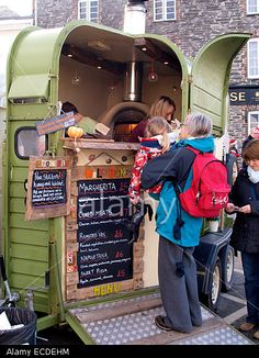 street-food-vendor-selling-pizza-from-a-converted-horse-trailer-at-ECDEHM.jpg 390×540 pixels