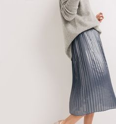 French Fashion for Women Gray Skirt, Pleated Skirt, Summer Outfits, Dressing, Grey, Board, Skirts, Inspiration, Clothes