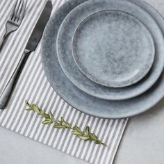 Set the mood at your table with this beautiful plate from House Doctor. The Grey Stone plate is made of stoneware and designed with a rustic Grey Plates, Large Plates, Pottery Plates, Ceramic Plates, Grey Stone House, Zeller Keramik, Plywood Furniture, Design Furniture, Handmade Pottery