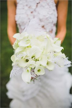 white wedding bouquet @weddingchicks