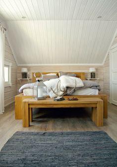 Tarja's Snowland blog, bedroom, log home, scandinavia, white,