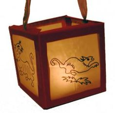 Réaliser une lanterne du nouvel an chinois pour s'amuser, décorer une fête ou pour fêter le nouvel an chinois. Cette lanterne est inspirée des lanternes chinoises du nouvel an qui sont décor&