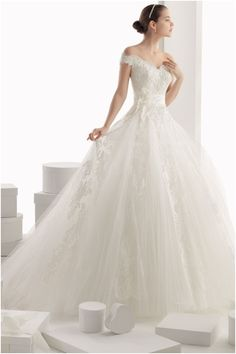 Romantic Ball Gown Rosa Clará Wedding Dresses. To see more  www.modwedding. e6428f1a9012