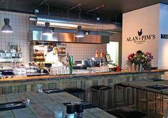 Alan en Pims - De Vierleeuwenbrug, is sinds kort Alan & Pim's: kip van het Spit gevestigd. Het concept van Alan & Pim's is simpel maar heel duidelijk: lekkere kip met invloeden van verschillende culturen zoals die van Thailand en Amerika.