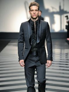 Suits and urban-suits, in nocturnal and eerie tones, are inspired by the traditional tailoring. Precious details, such as embroidery with three-dimensional effects and feathers inserts, decorate the Roberto Cavalli Menswear FW 2012-13 collection. An elegance with strong personality, mystery and charm.