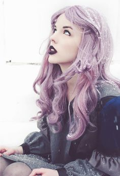 Lavender Hair, Dark Lips, Porcelain Skin. a look I could never pull off but this picture is lovely