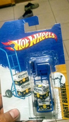 Hot-beers! Custom Hot Wheels, Vintage Hot Wheels, Hot Wheels Cars, Carros Hot Wheels, Matchbox Cars, Metal Toys, Classic Toys, Old Toys, Vintage Toys