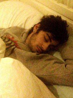 Sleepy Zayn>>>wow that hit me right in the feels