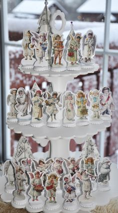 Wings of Whimsy: Vintage Christmas Village - free printables and a very clever way to stand them! Oh, My Word !!!