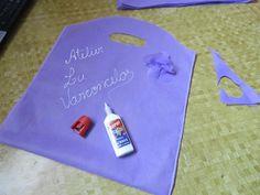 7 faça flor com cola quente dos retalhos ou laço ou com fita papel inevente sejam criativa e decore as suas escreva sua marca ou nome com essa tinta da cor que queira