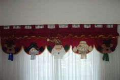 Cenefa Christmas Mantel Scarf, Christmas Mantels, Christmas Decorations, Patch, Window Curtains, Window Treatments, Diy And Crafts, Lily, Xmas