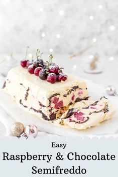 Cool down this Christmas with this ice-cream dessert cake! Ice Cream Desserts, Frozen Desserts, Christmas Desserts, Christmas Pudding, Christmas Ice Cream Cake, Fudge, Noel Christmas, White Christmas, Frozen Yogurt