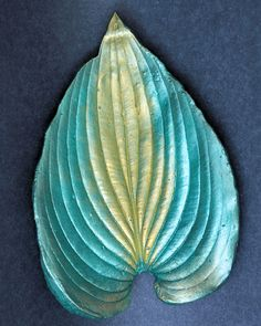 Small Hosta Painting Cement, Diy And Crafts, Arts And Crafts, Concrete Leaves, Outdoor Crafts, Concrete Projects, Fairy Gardens, Fairies, Creative Ideas