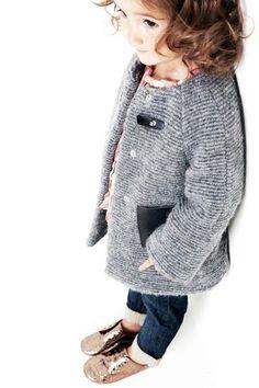Вязаное пальто для девочки (79 фото): детское пальто для девочек 1-4 и 5-8 лет, из травки, белое, с капюшоном, для девочки-подростка
