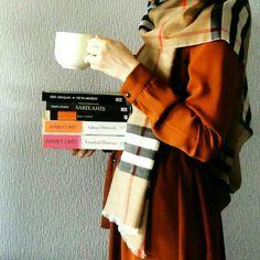 Beautiful Hijab Girl, Dps For Girls, Hijab Dpz, Girlz Dpz, Islamic Cartoon, Hijabi Girl, Horror, Stylish Girl Pic, Girl Reading