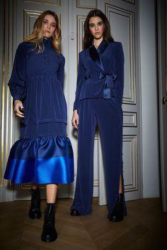 Alexis Mabille Fall 2018 Ready-to-Wear Fashion Show Collection Fashion Week Paris, Fashion 2018, Runway Fashion, Girl Fashion, Winter Fashion, Alexis Mabille, W Dresses, Fashion Dresses, Winter Stil