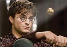:) Harry and Snitch, One of Our Favorites Daniel Radcliffe Daniel Radcliffe Harry Potter, Harry James Potter, Harry Potter Icons, Harry Potter Pictures, Harry Potter Aesthetic, Harry Potter Cast, Harry Potter Characters, Harry Potter Fandom, Harry Potter World
