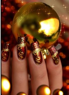 Christmas nails - I would go silver instead of gold but these are FAB!