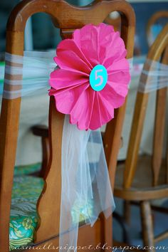 A Small Snippet: kids parties. Lively DIY tulle & paper accordion flower tied around the back rest of a chair. Great decoration for any party or celebration. Birthday Fun, 1st Birthday Parties, Birthday Ideas, Birthday Chair, Pancakes And Pajamas, Diy Party, Party Ideas, Party Favors, Pajama Party