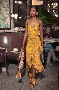 Johanna Ortiz Resort 2019 Fashion Show Collection: See the complete Johanna Ortiz Resort 2019 collection. Look 15 Fashion Moda, Look Fashion, Runway Fashion, High Fashion, Fashion Show, Fashion Outfits, Fashion Design, 50 Fashion, Vogue Fashion
