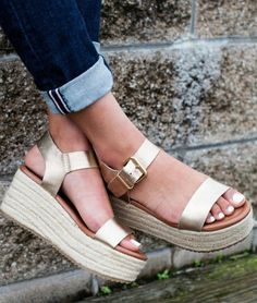 da6ee5d0f73a2 Gold SURFAA summer sandal with creeper espadrille sole. STEVE MADDEN EUROPE