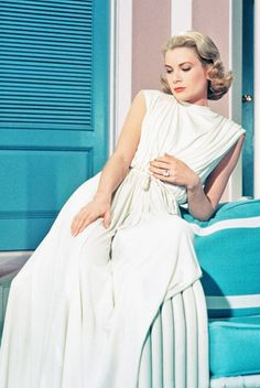 Actress Grace Kelly poses for a portrait circa 1950 in the United States of America. (Photo by via Getty Images) 1950 us Grace Kelly in the 'Goddess Dress' from the 1956 film 'High Society' Moda Grace Kelly, Grace Kelly Style, Princess Grace Kelly, Grace Kelly Fashion, Grace Kelly Dresses, Glamour Hollywoodien, Hollywood Glamour, Old Hollywood, Fashion Glamour