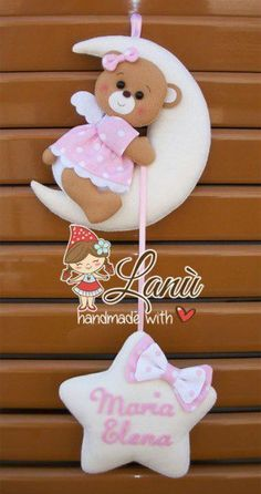 ФЕТРОКЛУБ: Идеи - Фетр - Изделия Baby Crafts, Felt Crafts, Diy And Crafts, Sewing Projects, Projects To Try, Felt Wreath, Baby Mobile, Kids Room Wall Art, Felt Baby