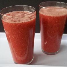 Receita de Suco de Melancia e Chia - 1 colher (sopa) de sementes de chia, 4 xícaras (chá) de melancia sem sementes e picada, 1 xícara (chá) de Água, gelo a...