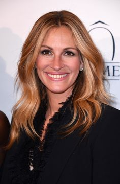 Julia Roberts Attached To Star In 'The Bookseller' Optioned By Crystal City