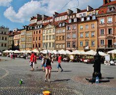 Varsovia es la ciudad más grande de Polonia, y la capital del país desde el año 1596, cuando el rey Segismundo III Vasa la trasladó desde Cracovia.