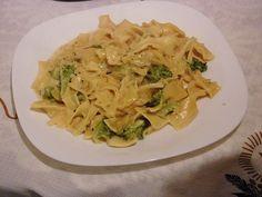 Ribbon pasta with broccoli in a cheese – cream sauce by gallischer_chefkoch Authentic Spaghetti Carbonara Recipe, Ribbon Pasta, Vegan Crab, Go Veggie, Italian Pasta Recipes, Broccoli Pasta, Dinner, Ethnic Recipes, Food