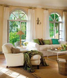 ideen-wohnzimmer-landhausstil-creme-wandfarbe-gruene-akzente