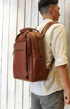 Large  Brown Handmade Italian Leather backpack di LaSellerieLimited su Etsy