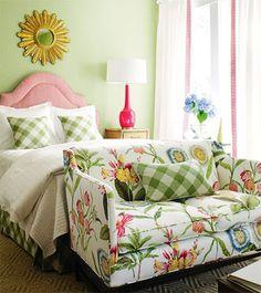 Hoy, te proponemos una idea alternativa al clásico baúl a la hora de decorar los pies de la cama...