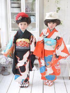 キモノガールの着物・浴衣を使ったひよ。こは。のコーディネートです。WEARはモデル・俳優・ショップスタッフなどの着こなしをチェックできるファッションコーディネートサイトです。 Japanese Textiles, Japanese Fabric, Japanese Kimono, Yukata Kimono, Kimono Fabric, Japanese Outfits, Japanese Fashion, Geisha, Culture Clothing