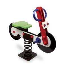 Dieses Schaukelmotorrad aus Holz hat extra starke Federn, damit auch ja nix passieren kann...