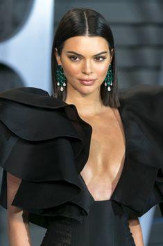 Kendall Jenner attends the 2018 Vanity Fair Oscar Party in Beverly Hills. Sleek Hairstyles, Wedding Hairstyles, Straight Hairstyles, Kendall And Kylie Jenner, Grunge Hair, Kardashian Style, Ideias Fashion, Short Hair Styles, Hair Beauty
