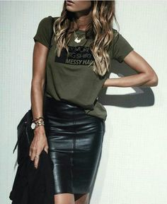 40 Leather Pencil Skirt Outfits That'll Make You Want A Leather Skirt Casual summer outfits for women Black Leather Skirt Outfits, Black Leather Pencil Skirt, Black Pencil Skirt Outfit, Casual Pencil Skirt Outfits, Green Leather Skirt, Dress Black, Black Women Fashion, Look Fashion, Fashion Styles