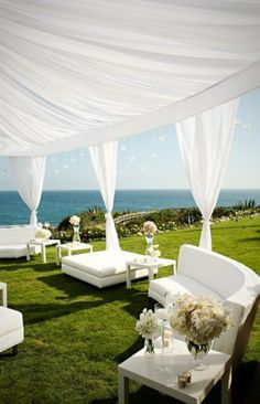 Outdoor wedding lounge: Photo Source: clipzone. #weddinglounge #reception