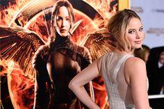 """Jennifer Lawrence canta música da trilha sonora de """"Jogos Vorazes: A Esperança – Parte 1"""" - http://metropolitanafm.uol.com.br/musicas/jennifer-lawrence-canta-musica-jogos-vorazes"""
