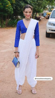 Saree Wearing Styles, Saree Styles, Half Saree Designs, Saree Blouse Designs, Stylish Sarees, Stylish Dresses, Indian Fashion Dresses, Indian Outfits, Couture Fashion