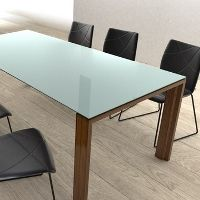 Grote witte tafel met corian blad en gepoedercoat wit onderstel - Keukentafel corian ...