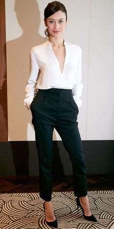 Business outfit with high heel shoes inspiration Business Outfit Frau, Business Outfits, Office Outfits, Mode Outfits, Girl Outfits, Business Casual, White Outfits, Business Formal, Sexy Business Attire