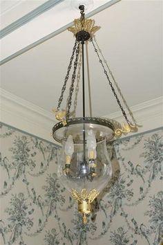 Lustre lanterne à trois lumières, en bronze patiné et bronze doré,