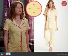 Kimmy's yellow and pink pajamas on Unbreakable Kimmy Schmidt.  Outfit Details: http://wornontv.net/46529/ #UnbreakableKimmySchmidt