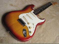 I can not write much about Fender Stratocaster guitars without mentioning the legendary Jimi Hendrix, Pete Townshend, Stevie Ray Vaughan and Buddy Guy. Guitare Fender Stratocaster, Stratocaster Guitar, Used Guitars, Gibson Guitars, Power Chord, Pawn Stars, Jim Morrison Movie, Buddy Guy, Pete Townshend