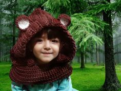 Capucha con cuello tejido a Crochet de Oso